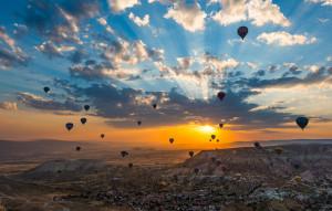 Това преживяване предлага незабравими гледки, към губещия се в далечината терен, към загадъчните небесни нюанси на синьото и оранжево ...