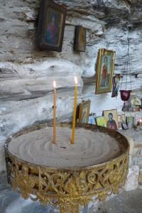 ... палим свещи за късмет ...