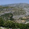 ... отново гледаме главния път, който разделя местните планини по маршрута Evdilos - Агиос Kirykos ...
