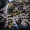 Остров Икария ... няколко десетки метра височина водопад Raksounia в сутрешна подсветката ...