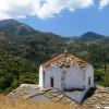 ... най - старата църква на остров Икария ... гледка към Ради гората до Koskina замък ...