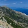 Нашата цел е да достигнем връх Tsolias 1021м. по удивителния участък Како Katavasidi и след около 2 км. горе е ТОП Efanos 1040м. На снимката можете да видите малко Fourni и остров Самос ...