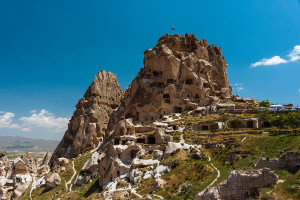 Вървим към горната част на долината до Uchisar ...