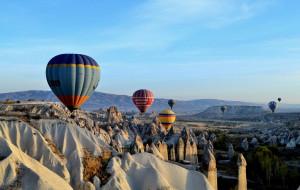 ... сутринта имаме възможност за летене с балон ...
