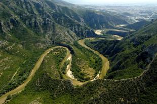 Река Нестос образува уникални меандри, насред буйна растителност в недостъпни планински склонове.