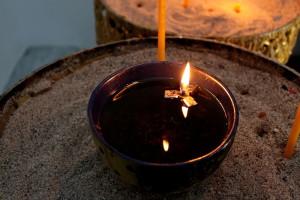 ... палим свещ вътре ...
