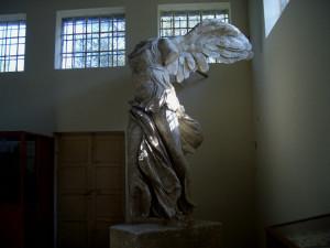 """... копието на богинята на победата """"Нике"""" ..."""