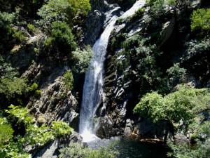 Водопад на Fonias River ...