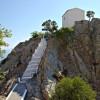 ... църквата Панагия Krimniotissas построена на върха на една скала ...
