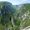 Каньона е дълъг (4500м.) дълбок (350-500м.)