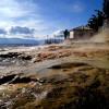 Loutra Edipsou е известен с горещите си минерални извори, които се изливат директно в морето, със температура от 34C до 70С.