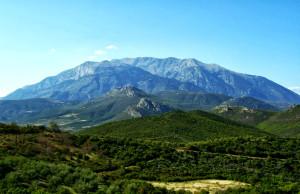 В подножието на планината Парнас ...
