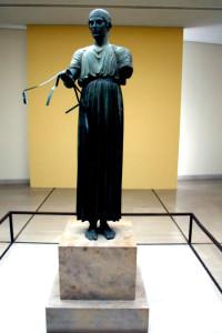 Delphi - музей, статуя на колесничар