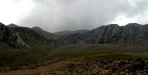 Нашата цел са върховете Лиакура (2459м.) и Геронтоврахос (2435м.),