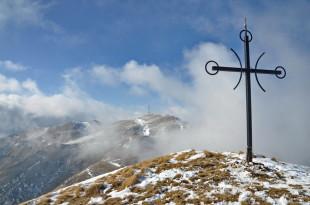 От горе се наслаждаваме на панорамата към връх Мати ...
