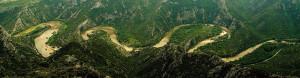 Река Места образува уникални меандри, насред буйна растителност в недостъпни планински склонове.