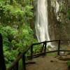 Около водопада има едно оформено място за почивка и наблюдение.