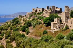 Каменни села с внушителни кули във Vathia ...