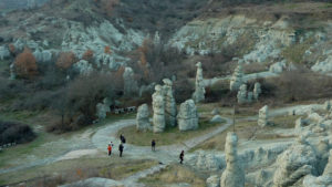 """... големите земни стълбове, които приличат на човешки фигури, наредени като """"вкаменени сватбари"""""""